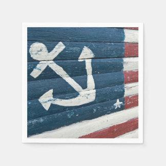 Seeanker auf hölzerner Flagge Papierserviette