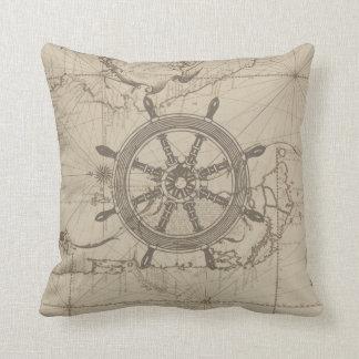 Seekarte mit dem Rad des Schiffs Kissen