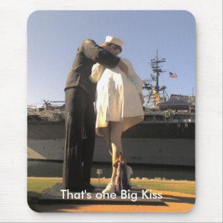 Seemann-küssende Krankenschwester-Statue in San Mousepad
