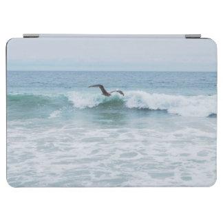 Seemöwe am Strand in Kalifornien iPad Air Cover