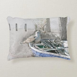 Seemöwe auf Boots-Aquarell Dekokissen