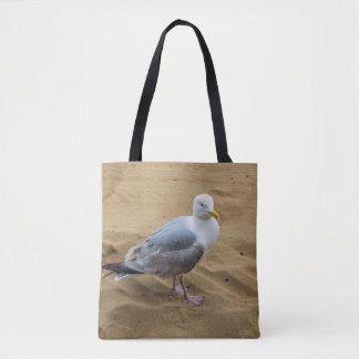 Seemöwe auf einem sandigen Strand ganz vorbei - Tasche