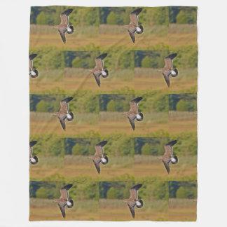 Seemöwe über dem Sumpf Fleecedecke