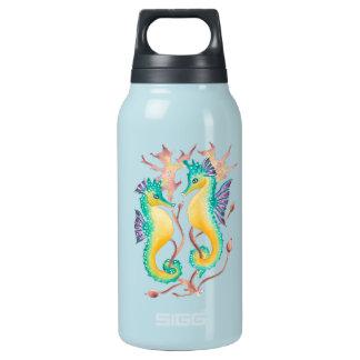 Seepferd im Kelpwald Isolierte Flasche