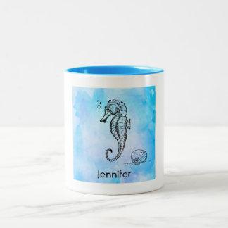 Seepferd und Seashell auf blauem Watercolor Zweifarbige Tasse