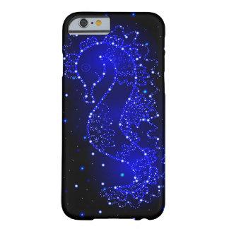 SeepferdeSchwimmen in den Lichtern Barely There iPhone 6 Hülle