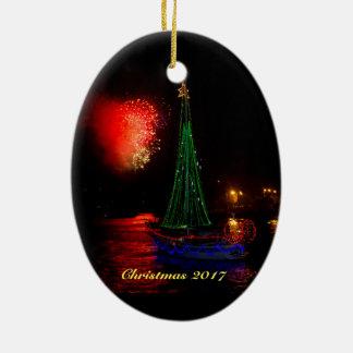 Segelboot 2017 und Feuerwerke Ovales Keramik Ornament