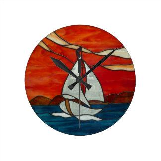 Segelboot am runde wanduhr