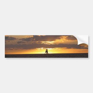 Segelboot am Sonnenuntergang Autoaufkleber