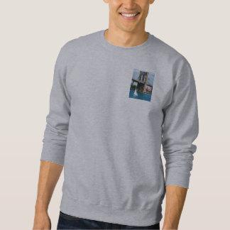 Segelboot durch die Brooklyn-Brücke Sweatshirt