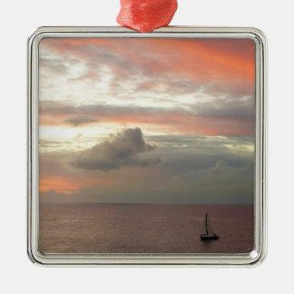Segelboot im Sonnenuntergang-schönen rosa Silbernes Ornament