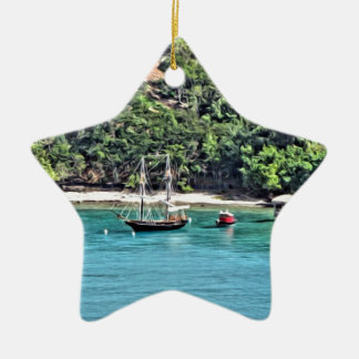 Segelboot in der Bucht Keramik Stern-Ornament