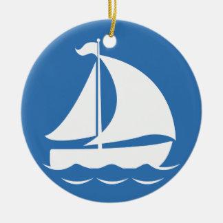 Segelboot in einem blauen Kreis Keramik Ornament