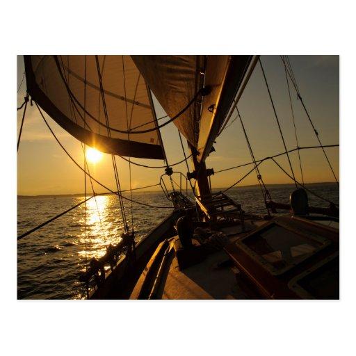 Segelboot-Plattform, gehend in untergehende Sonne Postkarten