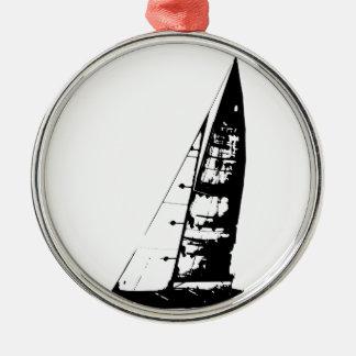 Segelboot-Silhouette Rundes Silberfarbenes Ornament