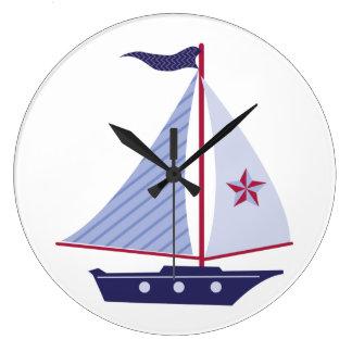 Segelboot-T-Shirts und Geschenke Große Wanduhr