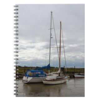 Segelboote auf dem Fluss Blythe Spiral Notizblock