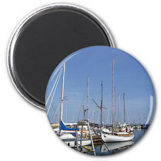 Segelboote im Hafen Magnete