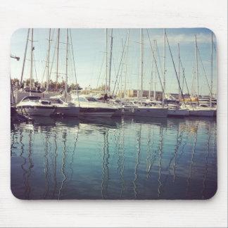 Segelboote im Wasser Mauspad