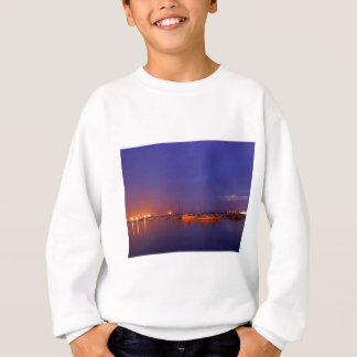 Segelboote in der Bucht Sweatshirt
