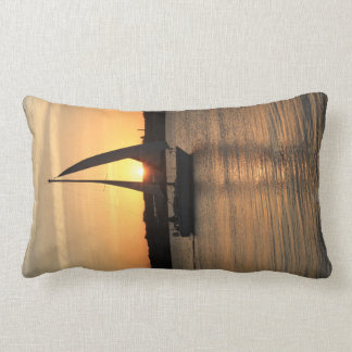 Segeln in Cardiff-Bucht am Sonnenuntergang Lendenkissen