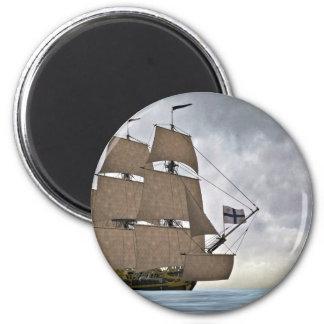 Segeln Korvette an einem herrlichen Tag Runder Magnet 5,7 Cm