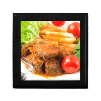 Sehen Sie Nahaufnahme auf einer Mahlzeit des Erinnerungskiste
