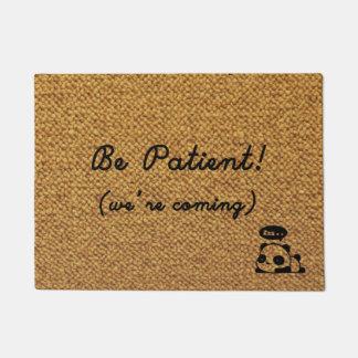 Seien Sie bitte geduldig! (wir kommen!) Türmatte
