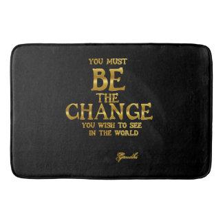 Seien Sie die Änderung - Gandhi inspirierend Badematte