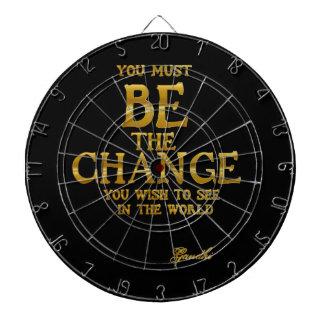 Seien Sie die Änderung - Gandhi inspirierend Dartscheibe