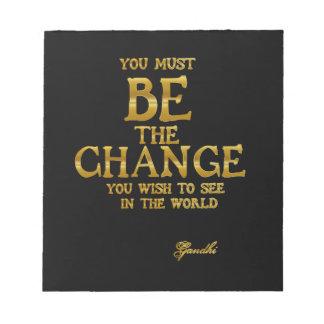 Seien Sie die Änderung - Gandhi inspirierend Notizblock