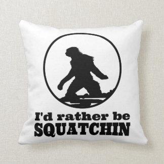 Seien Sie eher Squatchin Kissen
