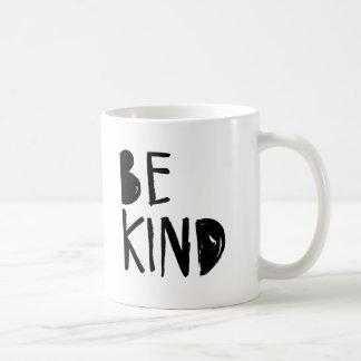 Seien Sie nette | schwarze Bürsten-Skript-Art Kaffeetasse