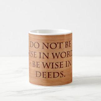 Seien Sie nicht in den Wörtern breit - seien Sie Kaffeetasse