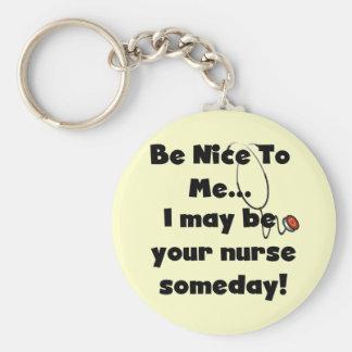 Seien Sie Nizza Krankenschwester-T-Shirts und Gesc Schlüsselanhänger