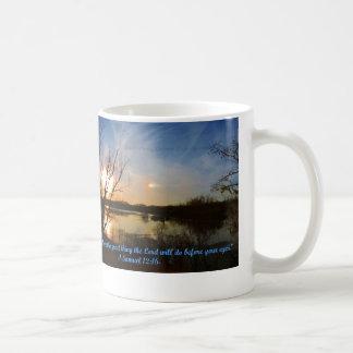 Seien Sie noch u. Uhr, welcher Gott tut! Kaffeetasse