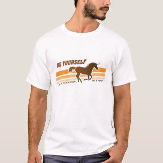 Seien Sie sich (Unicorn-) T - Shirt