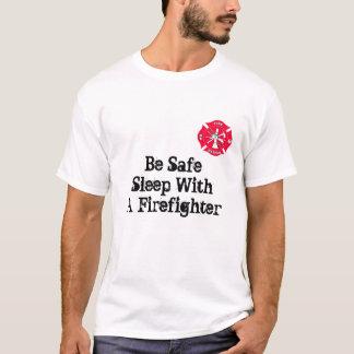 Seien Sie sicherer Schlaf mit einem Feuerwehrmann T-Shirt