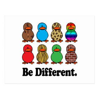 Seien Sie verschiedene Enten Postkarte