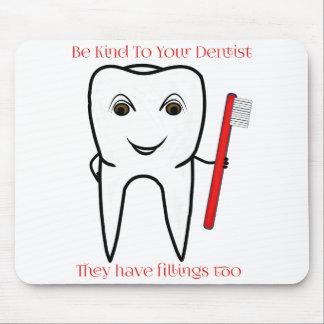 Seien Sie zu Ihrem lustigen Zahnarzt nett Mousepad