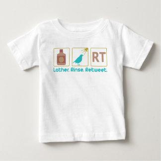 Seifenschaum. Spülen. Retweet. Baby T-shirt
