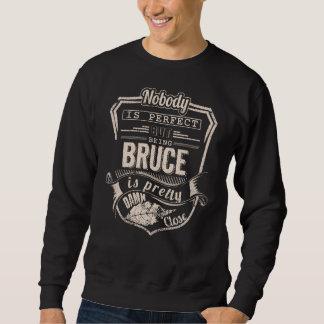 Sein BRUCE ist hübsch. Geschenk-Geburtstag Sweatshirt