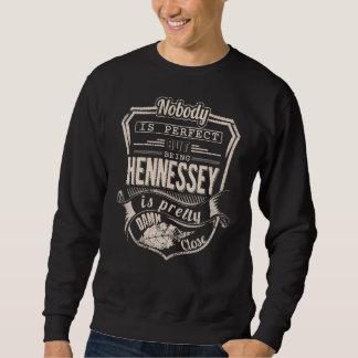 Sein HENNESSEY ist hübsch. Geschenk-Geburtstag Sweatshirt
