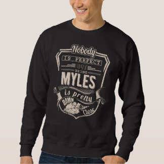 Sein MYLES ist hübsch. Geschenk-Geburtstag Sweatshirt