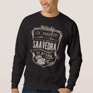 Sein SAAVEDRA ist hübsch. Geschenk-Geburtstag Sweatshirt