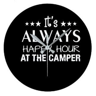 Seine immer glückliche Stunde am Camper-Shirt Große Wanduhr