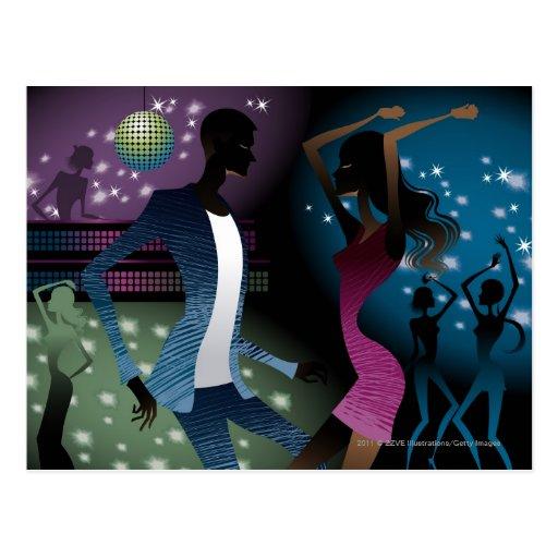 Seitenansicht der Leute, die durch Mikrofon tanzen Postkarte