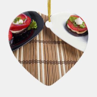 Selbst gemachtes vegetarisches Geschirr der Keramik Ornament
