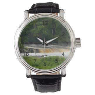 Senken Sie Fälle bei Tahquamenon Armbanduhr