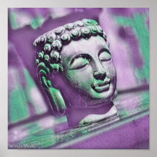 Serene Buddha in den Schatten von Lila und von Poster